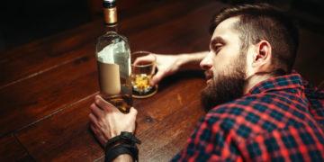 Cum se formează și evoluează dependența de alcool?