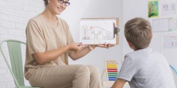 Cum îți dai seama când copilul tău are nevoie de terapie psihologică?