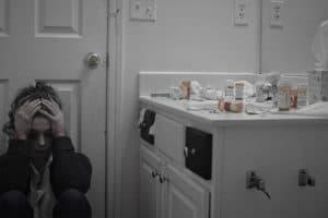 depresie și anxietate femeie plange în baie