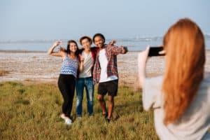 increderea in sine grup de prieteni poze plaja