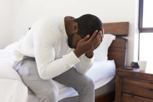 barbat singur in depresie