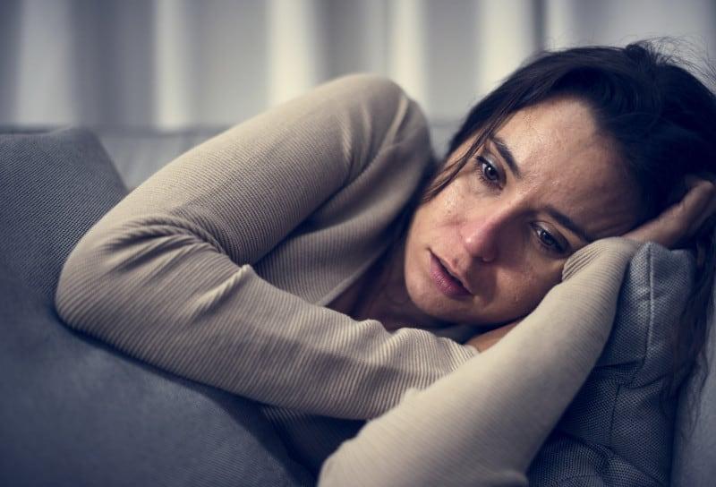 depresia postpartum femeie foarte suparata