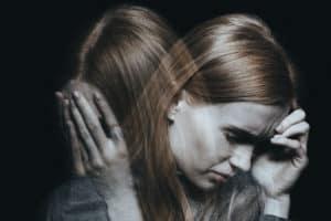 femeie care sufera de tulburare borderline
