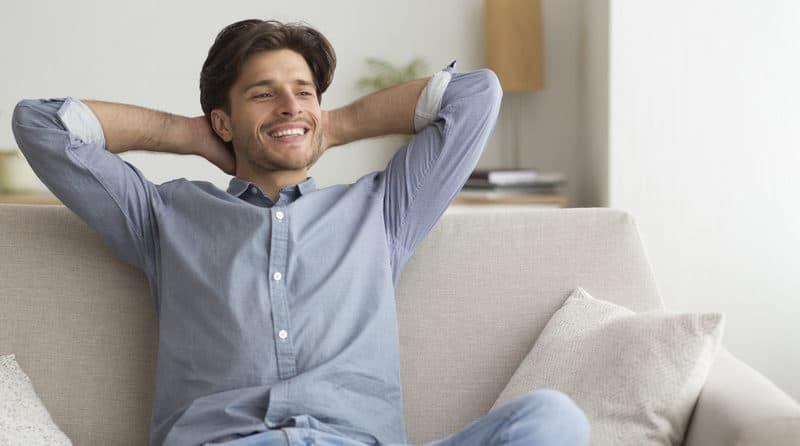 barbat-relaxat-tipuri-de-personalitate