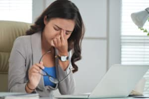 somatizare femeie la birou