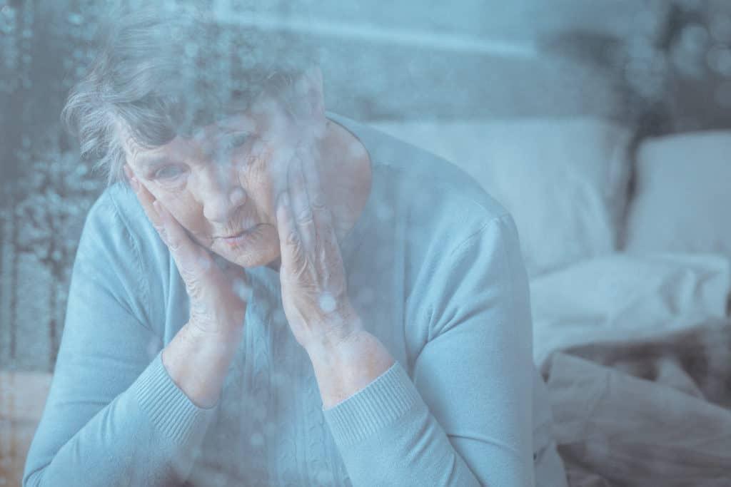 femeie care sufera de pierderi de memorie