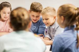 inteligența emoțională grup de copii