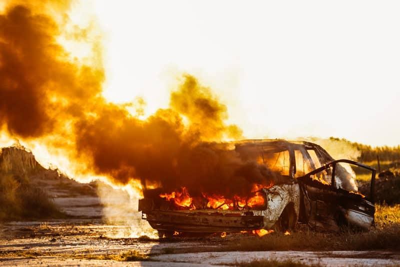 Masina incendiata_piromanie.